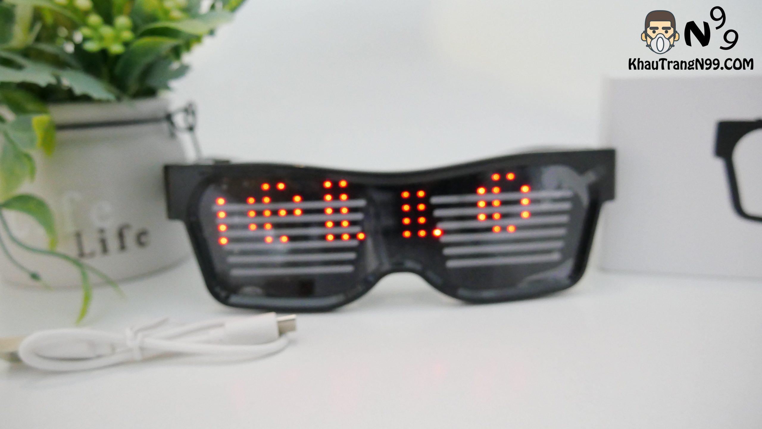 Mắt kính led chạy chữ trong party