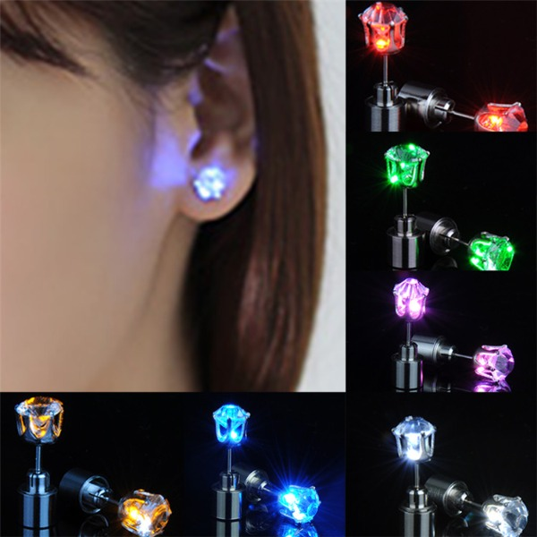 cặp bông tai đèn led đủ màu chạy nhiều kiểu sành điệu